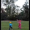 公園玩彈弓竹蜻蜓