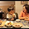 小孩中只有艾德欣賞夏威夷豆 :p