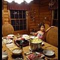孤單的Allie寶:「可以吃了嗎?我餓死了」