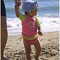 其實爸爸把寶寶的泳褲穿反了 :p