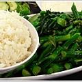 炒芥蘭,外加一碗白飯還滿怪的 :p