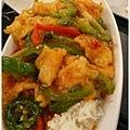泰式辣魚片飯,不好吃,太甜了。
