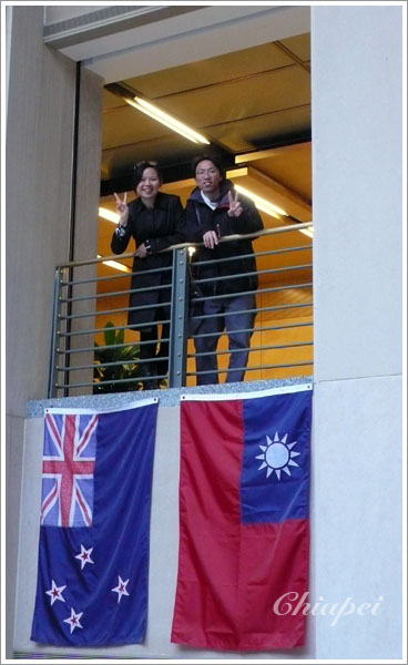 因為有台灣學生,才掛我們的國旗喔!
