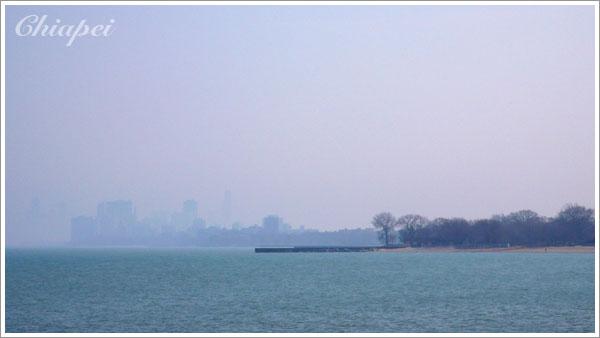 眺望芝加哥市區,可惜天氣不好