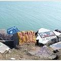 湖邊的大石頭是學生展現創意的地方 :p