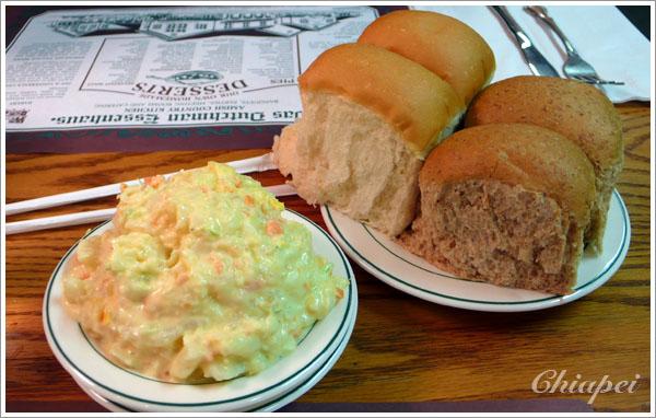 在 Dus Dutch Essenhaus 吃到超好吃的馬鈴薯沙拉及麵包
