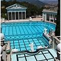 很豪華的游泳池啊