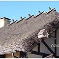 掛在屋簷邊的小房子其實是擴音器
