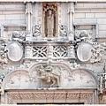 主建築門上的華麗雕飾