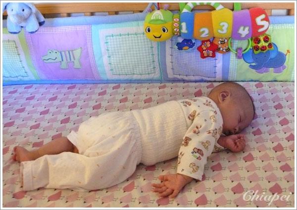 9/25 寶寶躺著睡下去趴著醒來!(翻身前奏?)