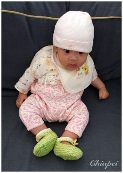 寶寶試穿小毛線鞋