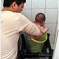 用水桶洗澡