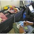 飛機上的寶寶小籃子