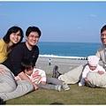 與朋友的家庭帶著各自的小孩在野外玩耍 + 野餐