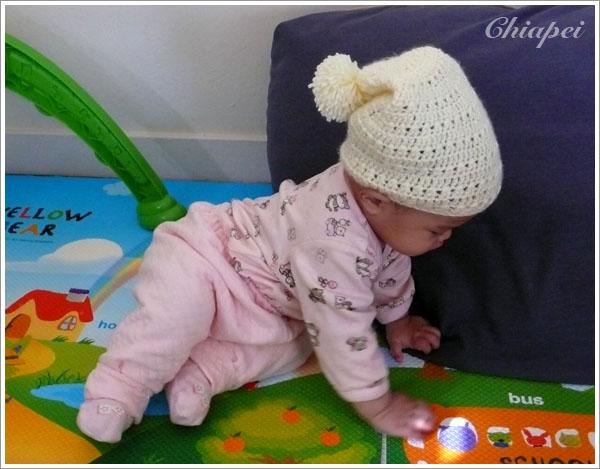 寶寶試戴鉤針三角帽