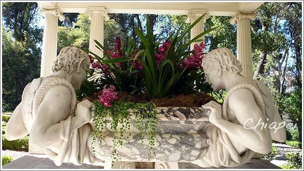 5/1 這些雕像是要表現出「哇!好漂亮的花」的神情嗎?
