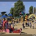 超多遊戲設施的公園