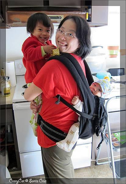 4/9 媽媽的火力強大新武器 -- Ergo Baby!!
