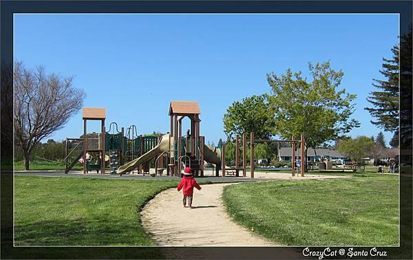 4/10 去公園玩,現在已經會自己衝去玩了