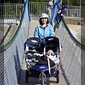 推車過吊橋