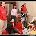 這張照片中的大家都穿紅色耶!真巧!好像在拜年 :p