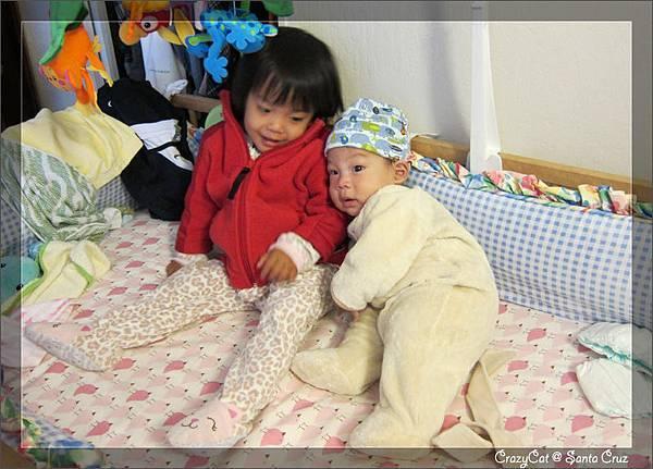 4/24 Q寶:「姊姊保護我~~」