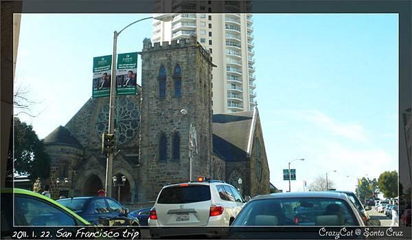現代化的市區與古董級的教堂並存