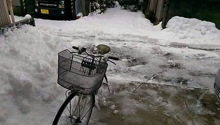 腳踏車在雪中