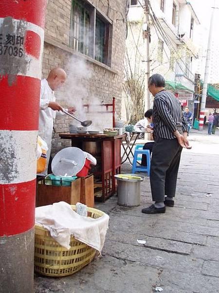 賣肉燕的傳統路邊攤
