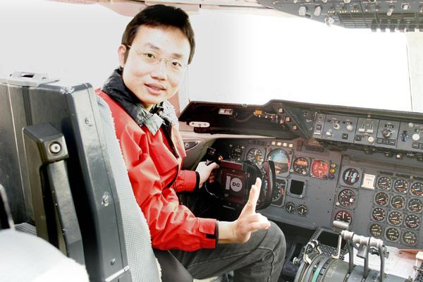 20070319_我在ORBIS飛行醫院駕駛艙.jpg