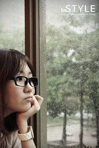 窗上的美麗珍珠,是否也懂得欣賞我的美呢?