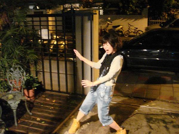 颱風天錄音工作我要被吹跑了.JPG