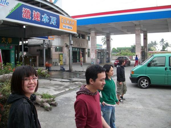 中途加油洗車.jpg