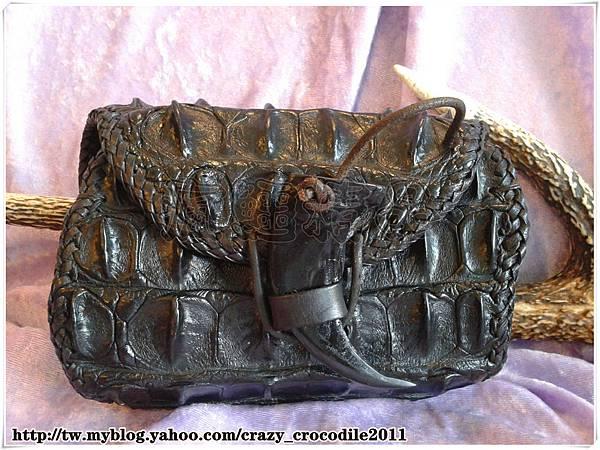 【品名】鱷魚背骨小腰包 『已售出』