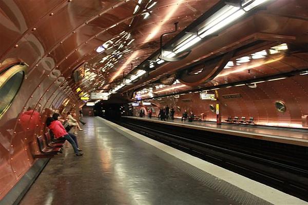 11線的車站很有特色