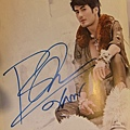Boy Pakorn簽名雜誌內頁
