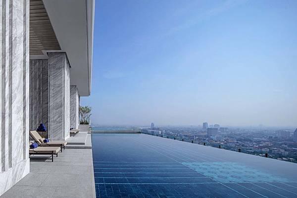 137pillarsbangkok-pool-on-level-27