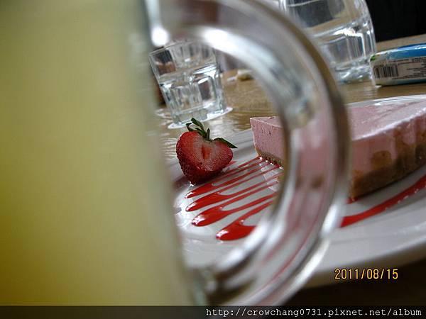 草莓蛋糕5.JPG
