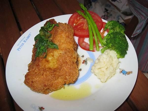 培根藍帶豬排(阿源)20111006.JPG