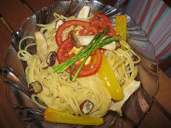 奶油白醬義大利麵(阿源)20111006.JPG