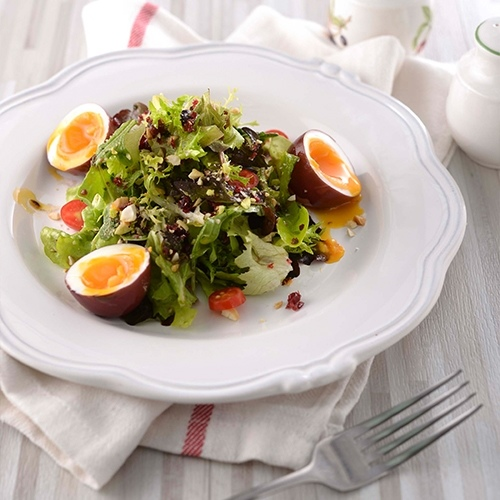 莓果紅酒溫泉蛋沙拉