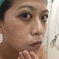 洗臉的ˊ過程中沒有過度的ˊ起泡效果但是清潔得乾淨