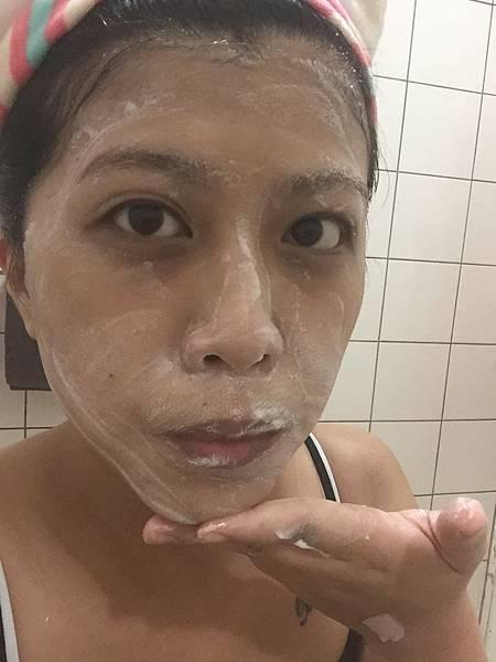我的用量只有一般用量的四分之一就能夠讓全臉洗乾淨而且泡泡綿密