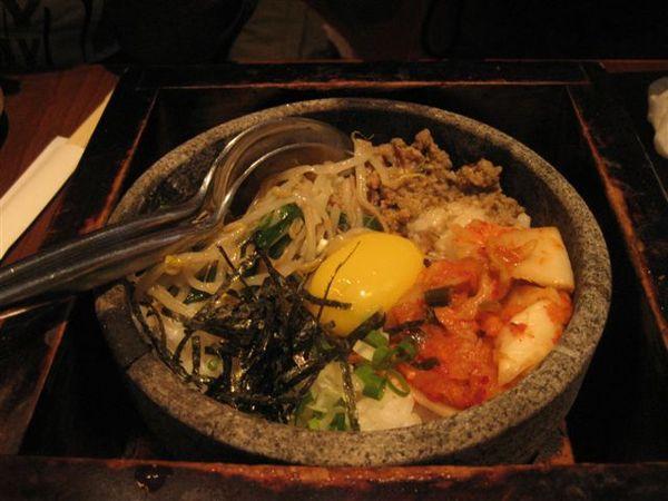 秋菁點的韓式石燒拌飯~1