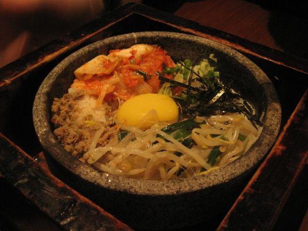 秋菁點的韓式石燒拌飯~2
