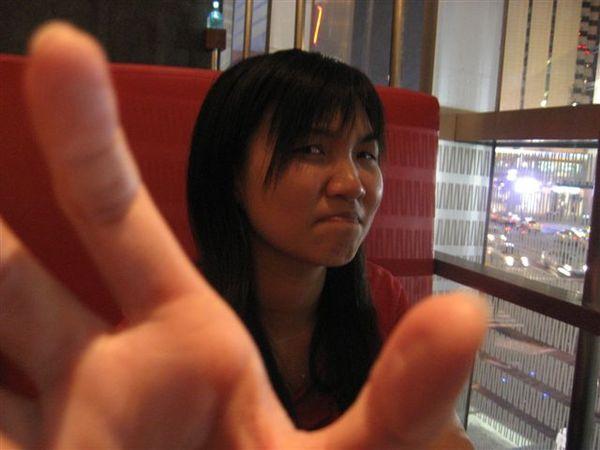秋菁:哼~~想單挑阿?!