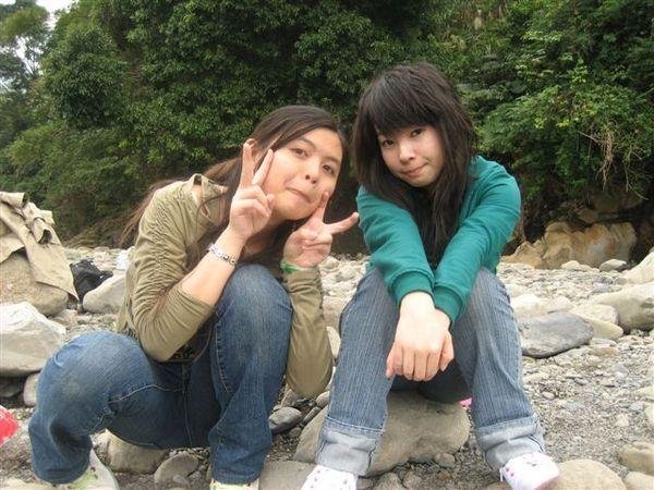 天然腳架系列(溪邊小石頭):我和思瑜-1