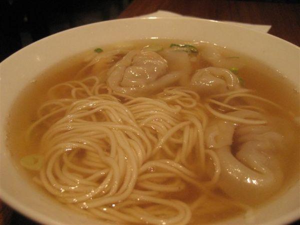 蝦仁餛飩麵~