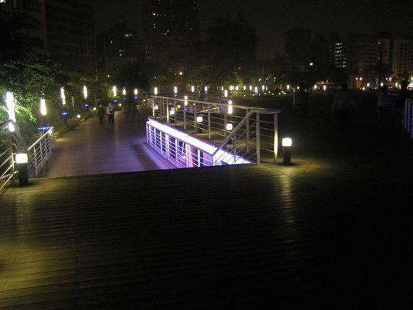 愛河邊..蠻美的碼頭-1