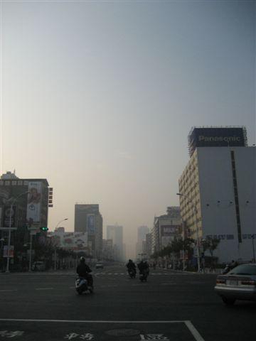 高雄街景 (好濁的空氣)